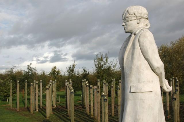 (BS) Arboretum East, Shot At Dawn, statue in profile