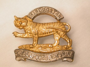 Capbadge R Leics gold