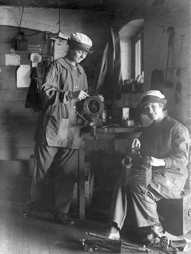 Two Wrens cleaning depth charges, First World War.jpg